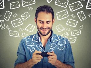 Mobil uygulama sahipleri e-posta pazarlaması için nasıl abone listesi oluşturabilir?